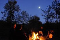 feu de bois la nuit, tambour